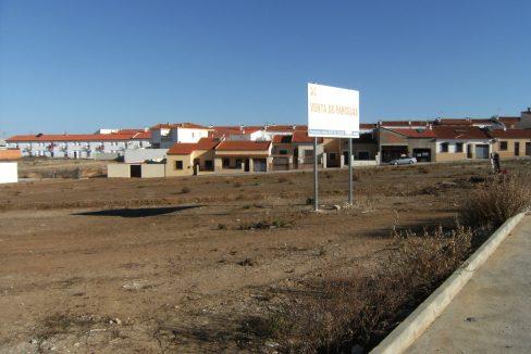 Foto cartel y solar parcelas Ribera del Fresno